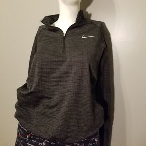 Nike Dri Fit Pull Over size Med